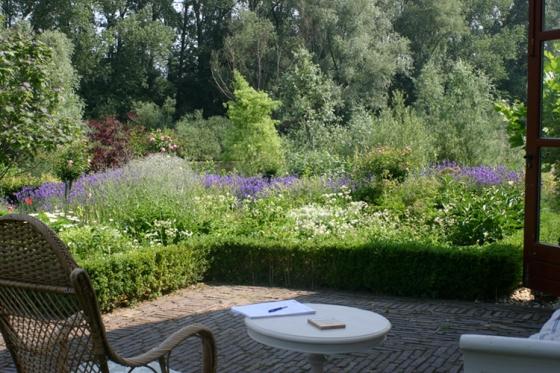 Klassiek en bloemrijk te Pannerden (1)
